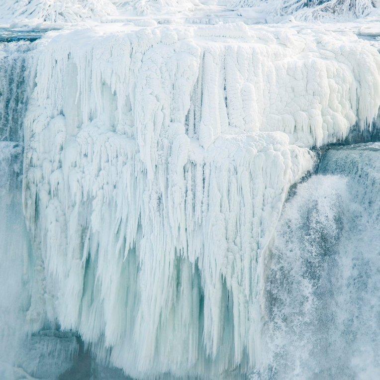 Frozen-Niagara-Falls-Photos