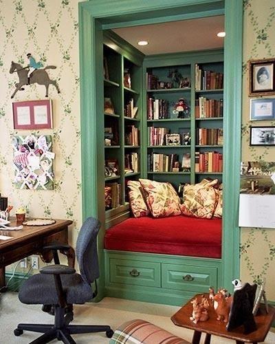 closet-turned-library-L-vUqlPJ